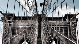 grid on brooklyn bridge