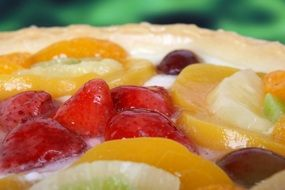 fruit with cream on the cake