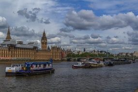 city ​​river thames in london