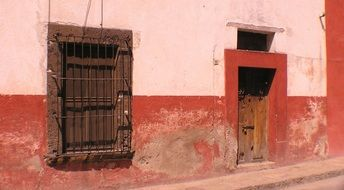 facade of an old house in San Miguel de Allende
