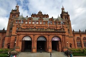 facade of the Kelvingrove art gallery and museum