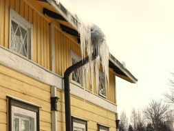 Icicles House
