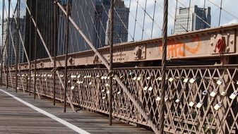 iron railings on brooklyn bridge