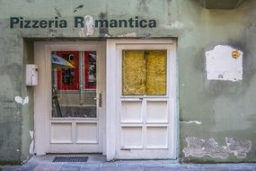 closed doors of the old pizzeria