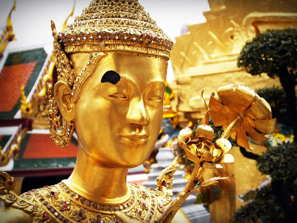 golden sculpture in bangkok