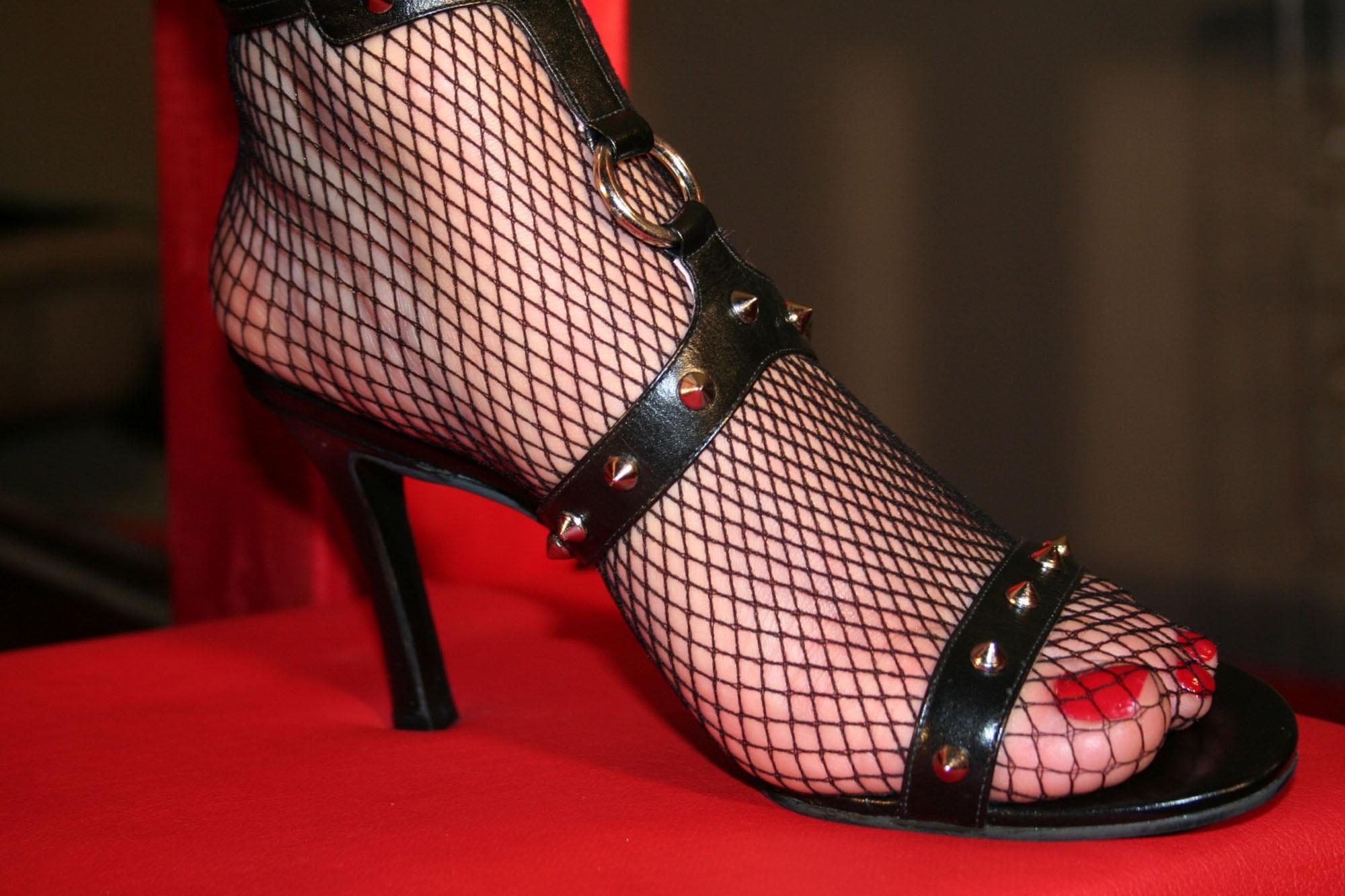 fetish-zhenskoy-obuvi-foto