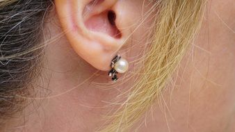 pearl Earring in Woman's ear