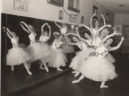 1940 vintage photo of ballerinas training
