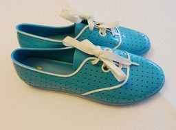 turquoise sport shoes