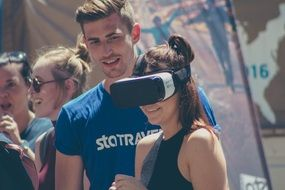 Virtual Reality, young people enjoy samsung technology