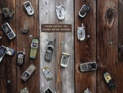 many different mobile phones