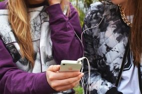 Teenages listen music on Iphone