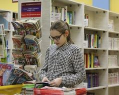 girl in the school library