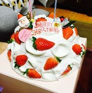 strawberry cake for christmas
