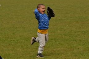 baseball boy running on green field