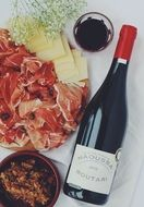 Picture of Wine and cheeses and ham