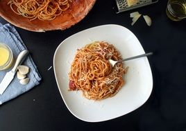 traditional spaghetti with cheese sauce