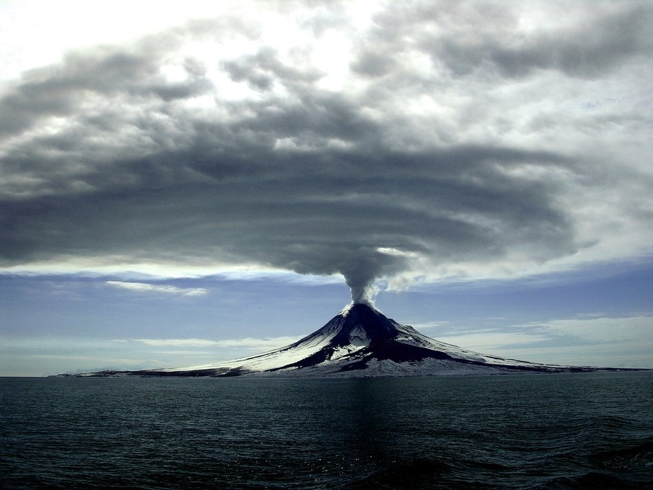 Cleveland volcano eruption in 2006
