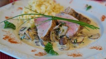 pork tenderloin with mushrooms