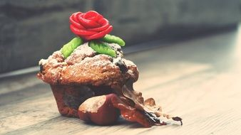 Muffin with Marzipan rose at top
