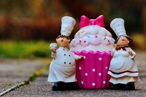 Bakers Cooking and delicious dessert Figurine