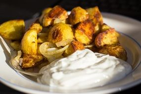 fried potatoes with cream sauce