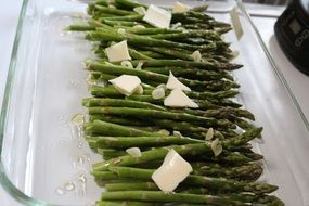 Green asparagus with oil
