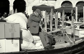 Black and white photo of the old man in Venezia