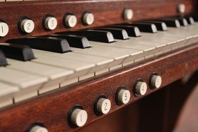 organ keyboard with buttons