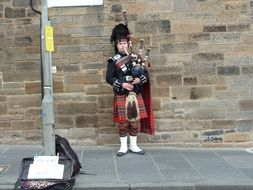 Street Artist in kilt plays bagpipes, uk, scotland, edinburgh