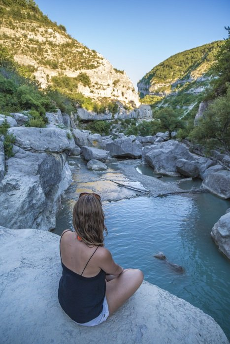 girl admires the gorges of Verdon