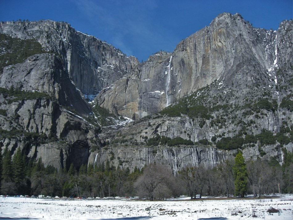 winter sunny day in yosemite national park