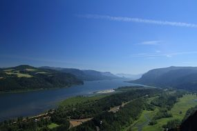 scenery of columbia river