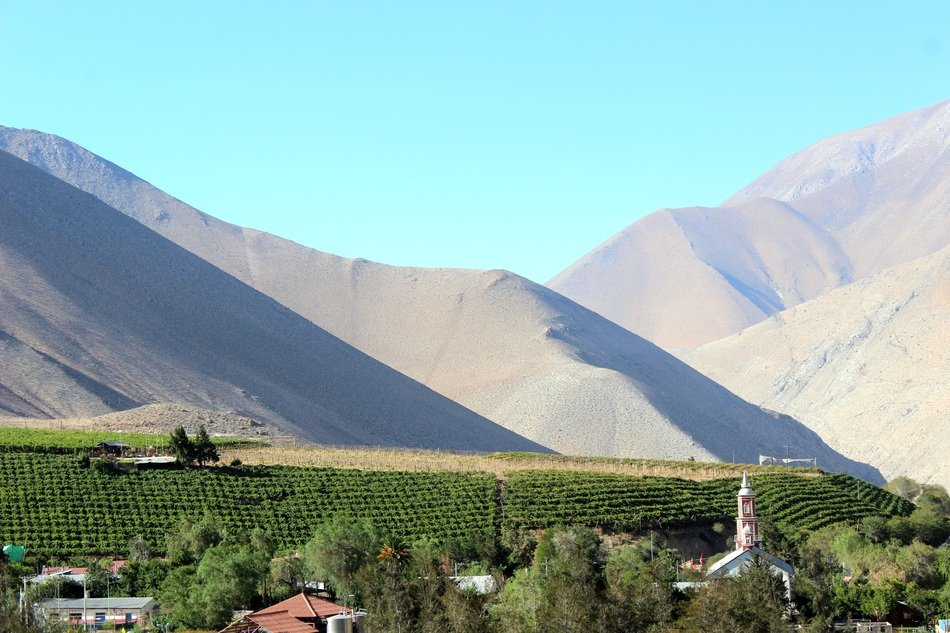 panorama of a village at the foot of the mountains in the province of elqui