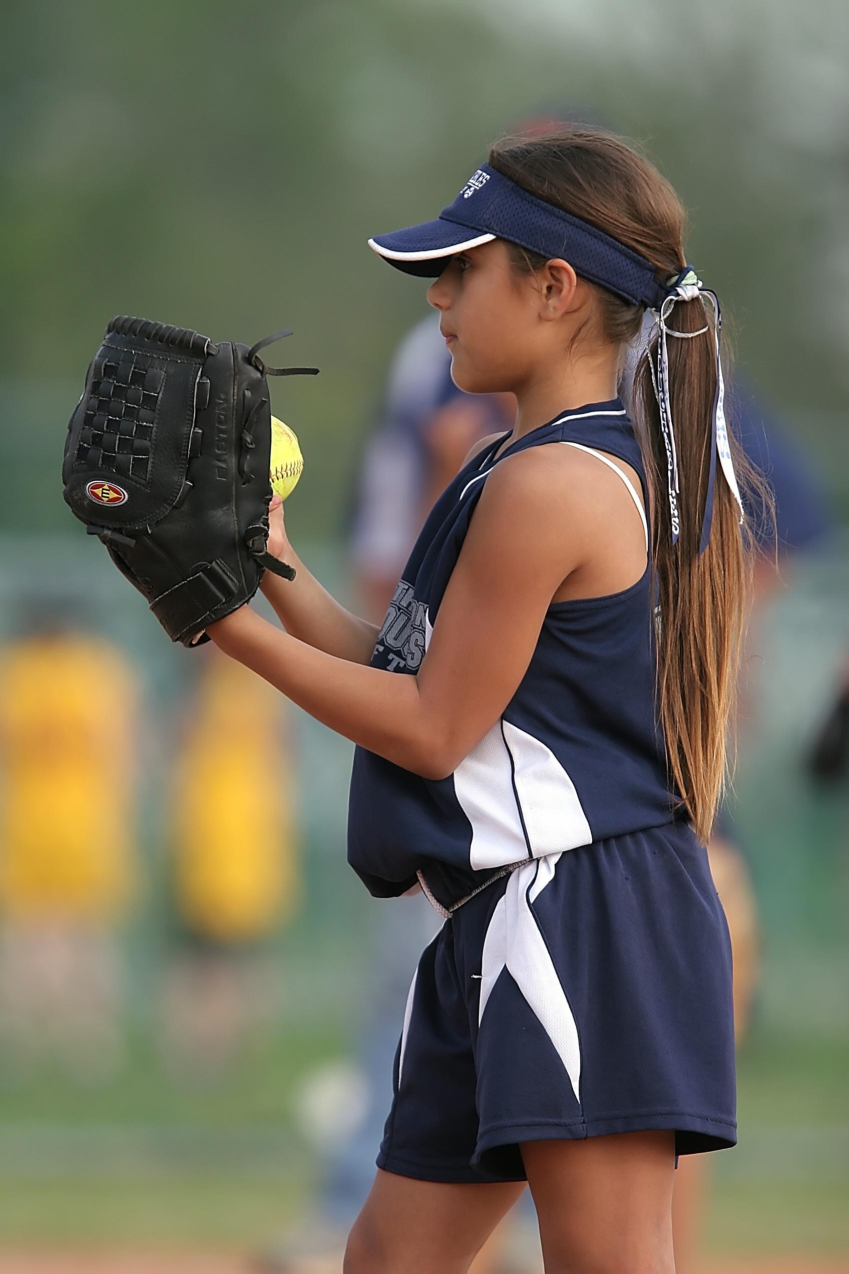 shemale-shaking-teen-girls-wearing-softball-uniforms-teen-blonde