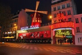 moulin rouge in Montmartre