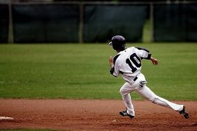 Baseball runner on the green field