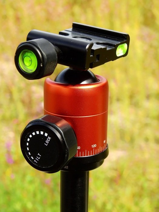 photo camera with tripod
