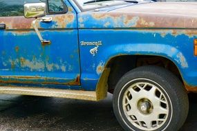 Blue rusty Bronco II truck
