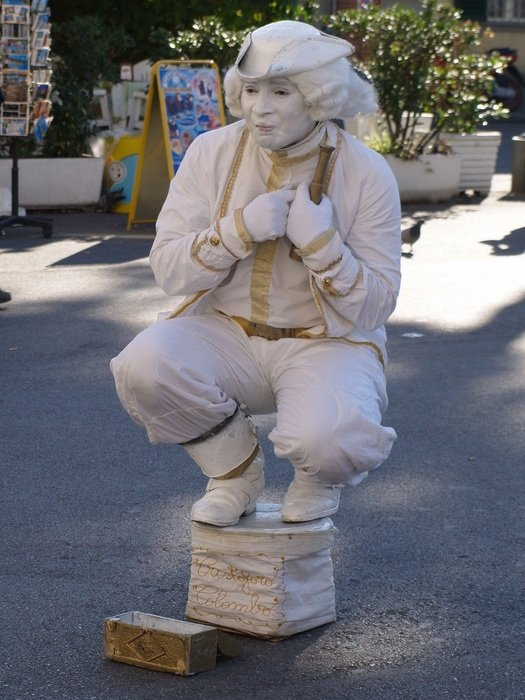 Street Artists, Statue Of Pantomime