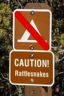 sign caution rattlesnakes