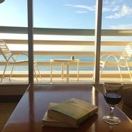 book wine in the room and sea view