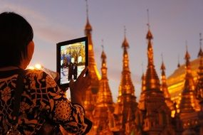 taking picture of Shwedagon pagoda