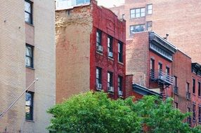 red brick buildings in manhattan