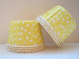 Polka Dot Candy,Ice Cream, Nut, Muffin, Cups Yellow 20ct. - Twilight Parties N2