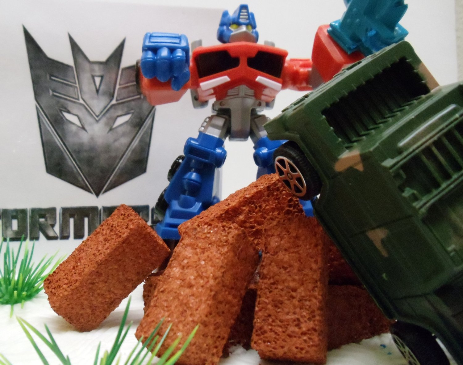TRANSFORMERS 10 PIECE BIRTHDAY CAKE TOPPER SET FEATURING BUMBLEBEE AND OPTIMUS PRIME FIGURES WITH THEMED DECORATIVE N2