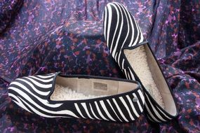Zebra colored slippers with sheepskin