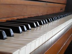 side view of the piano keys