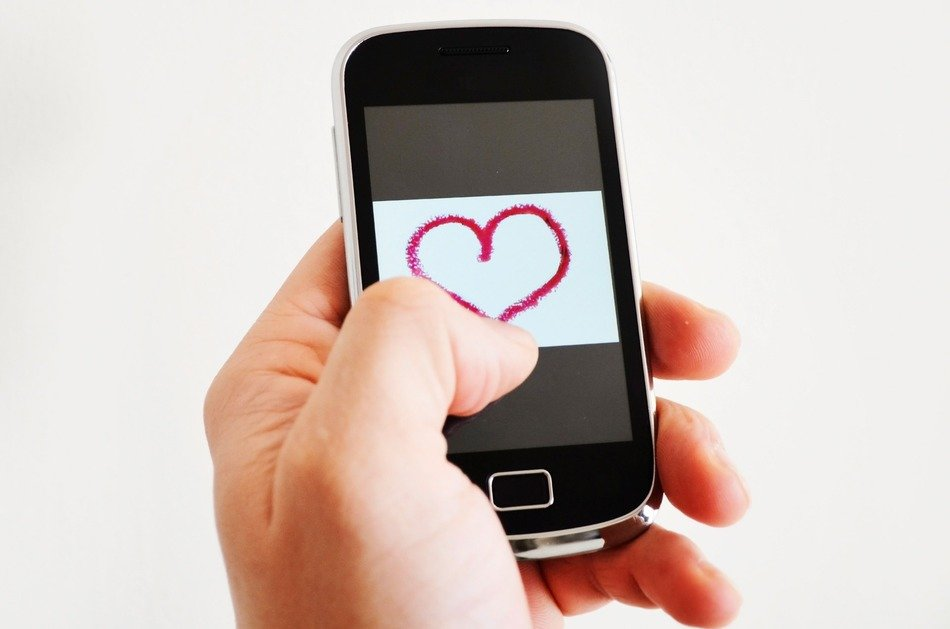 sending heart by smartphone