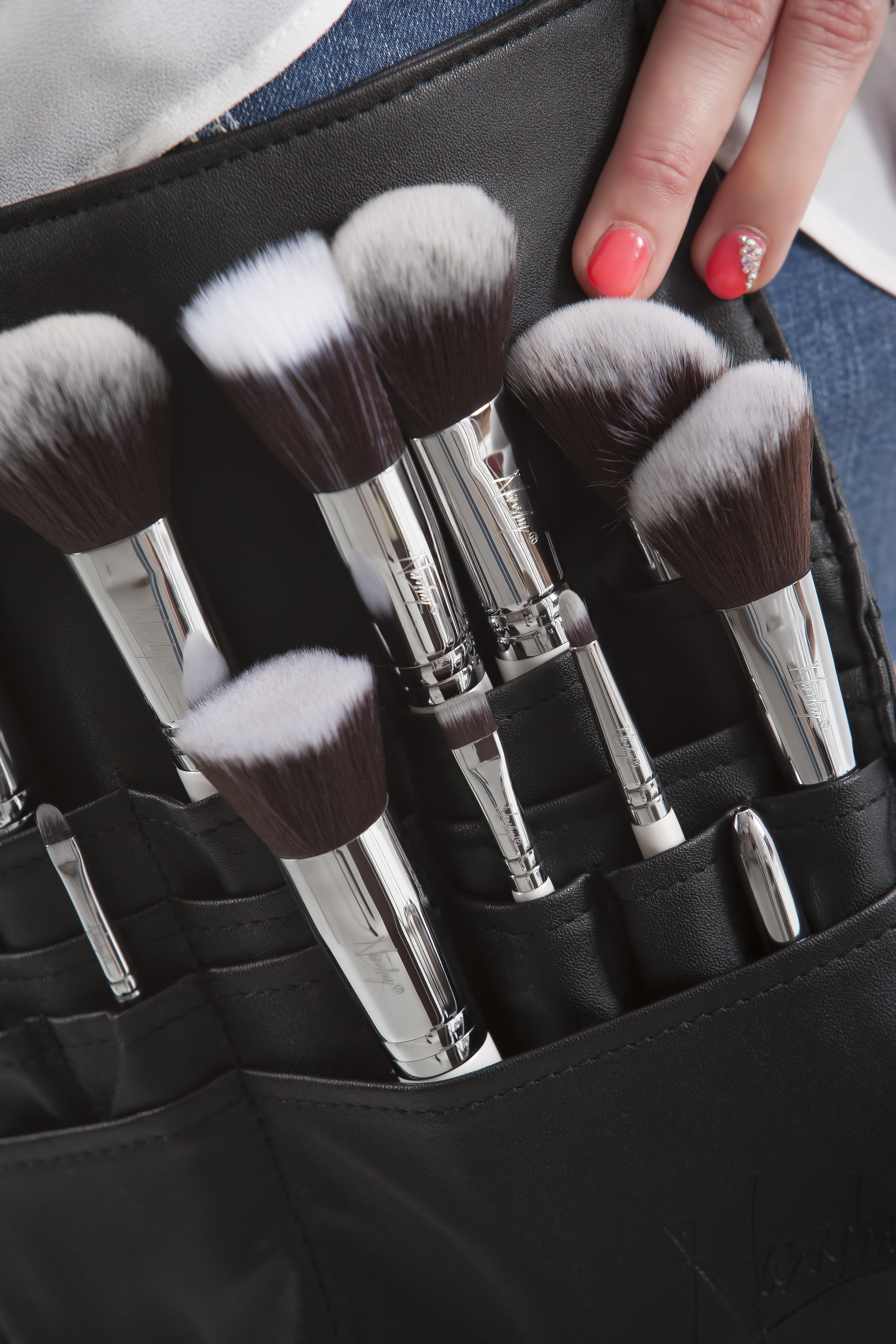 Фотографии кистей для макияжа